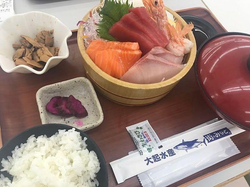 豪華な刺身定食が980円