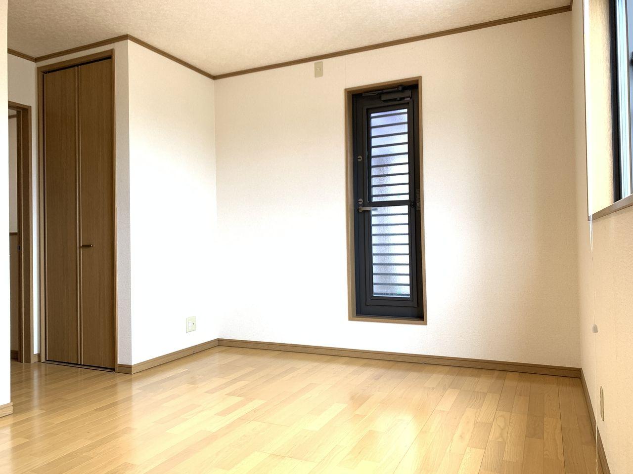 日当たりもよく明るい洋室です