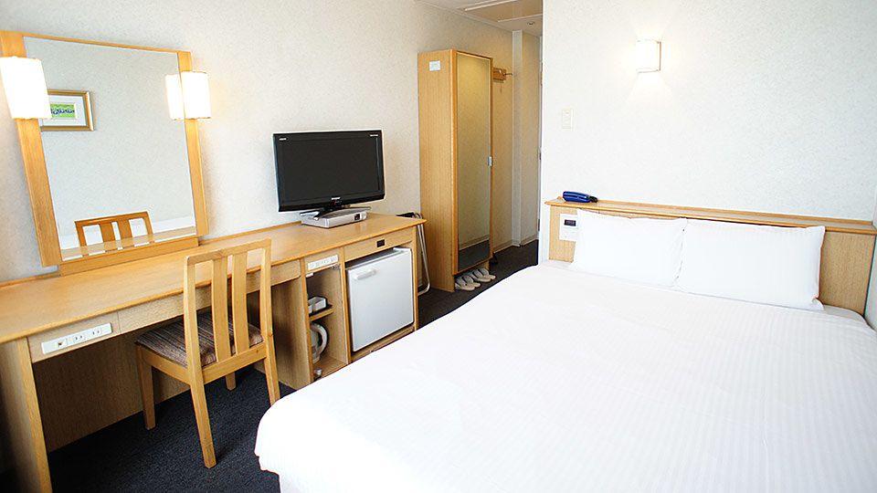 大阪ジョイテルホテルのスタンダードダブルのお部屋です。