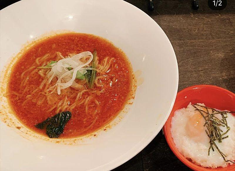 枚方市駅の近くにある真っ赤ならーめん とまこというトマトのラーメン屋さんの写真