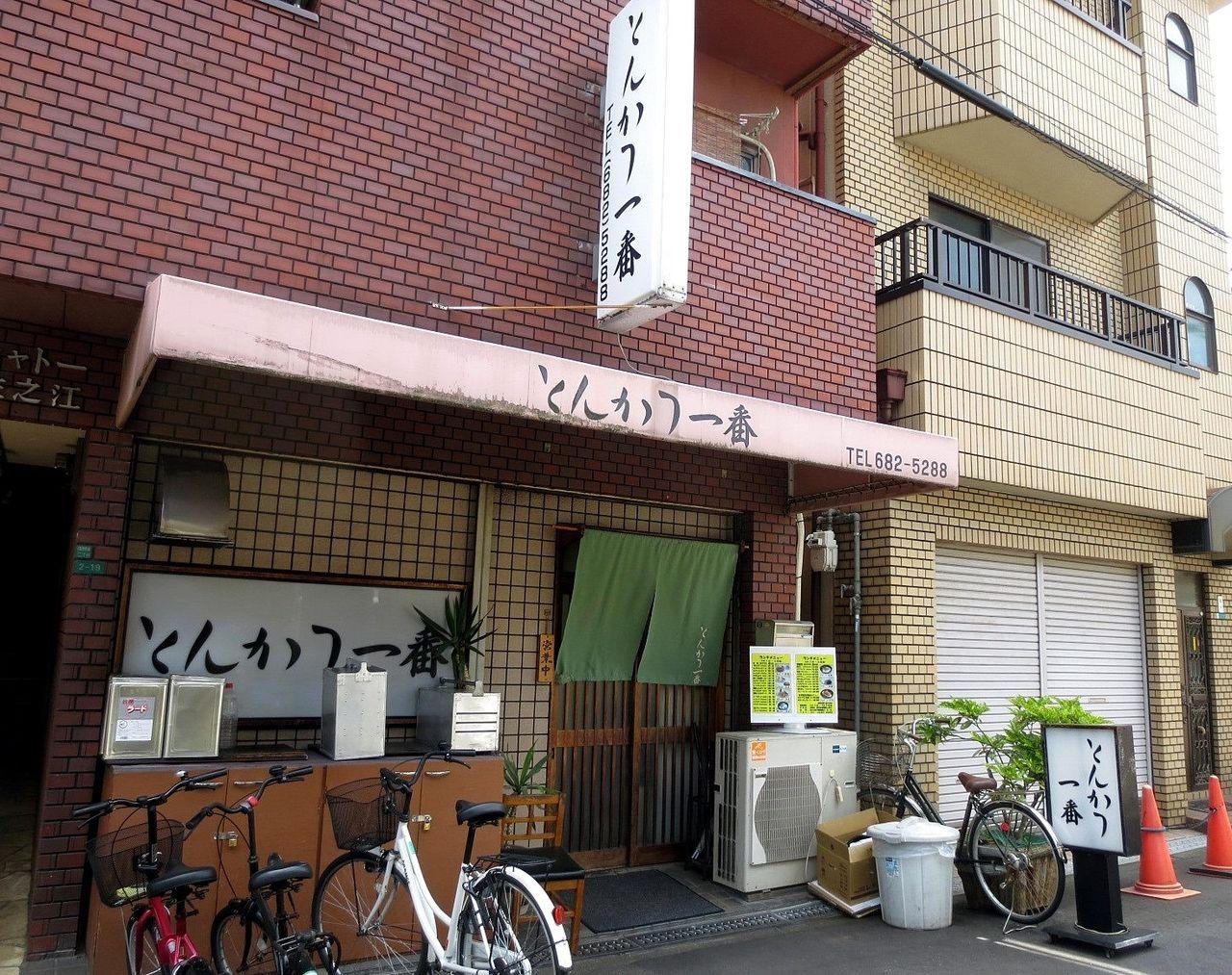 加賀屋商店街の中にあるとんかつ屋さんです。