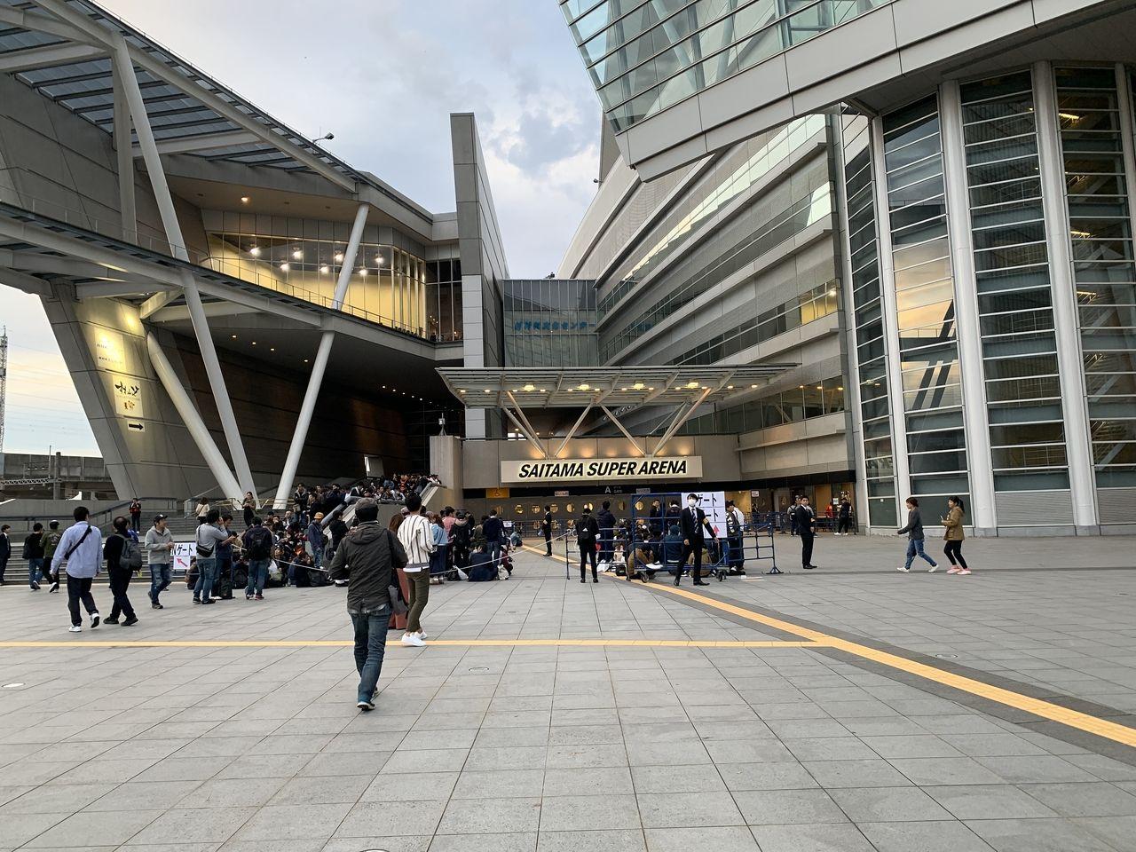 埼玉スーパーアリーナ会場に着いたのはいいが既に長蛇の列!