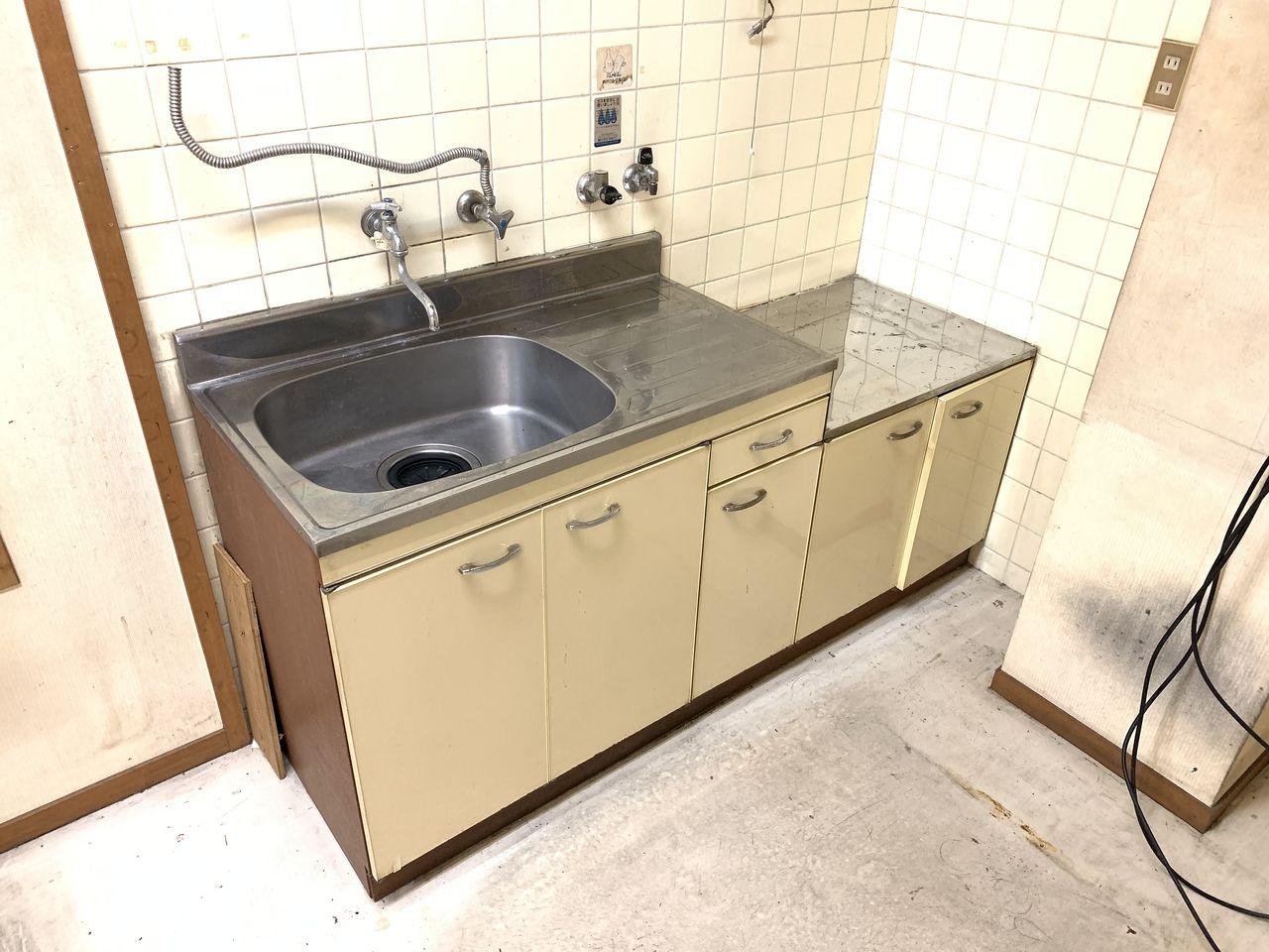 ハイツミヤコ事務所内のキッチンです。
