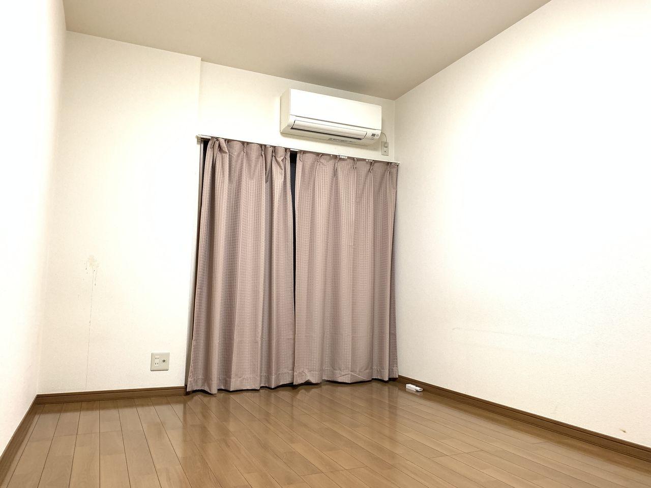 ゆったり広々洋室