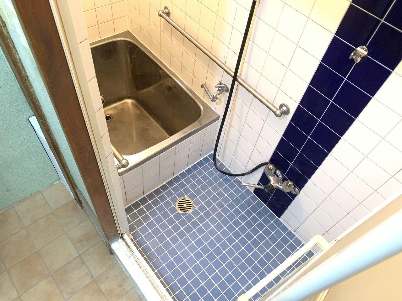 安立2丁目一戸建てのお風呂
