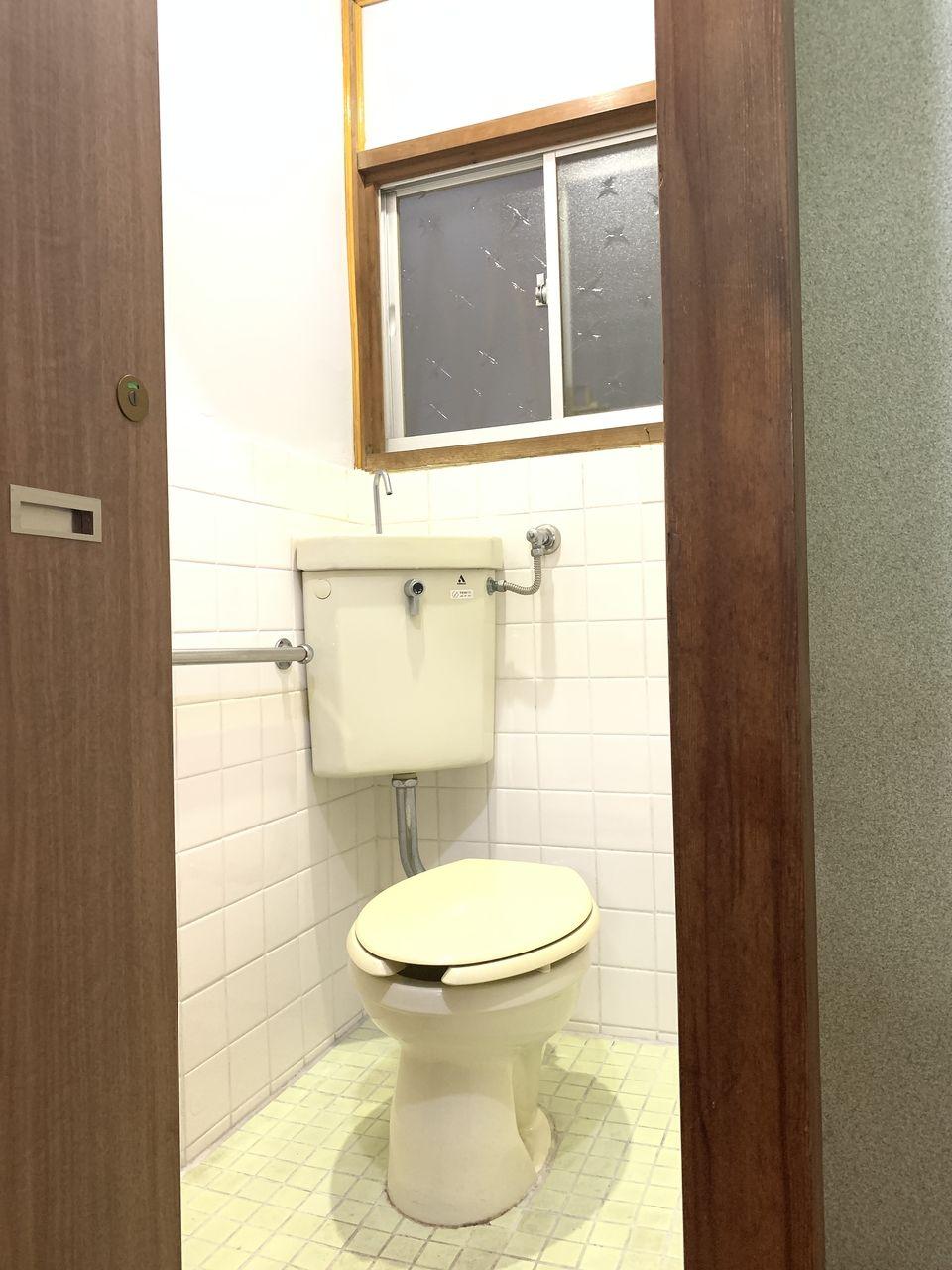 安立2丁目一戸建てのトイレ